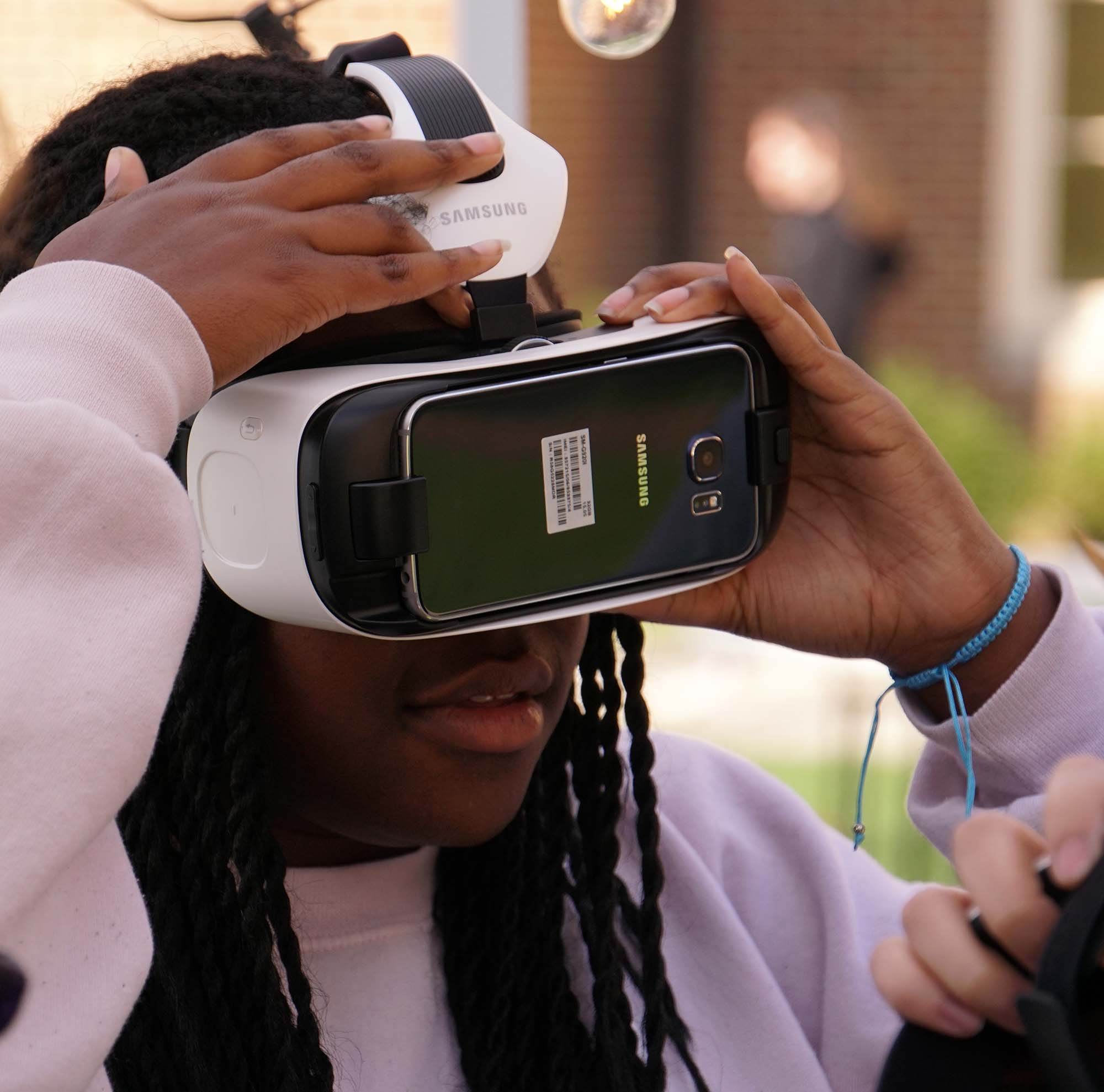 Walnut Hills student participates in Creativity City virtual reality booth